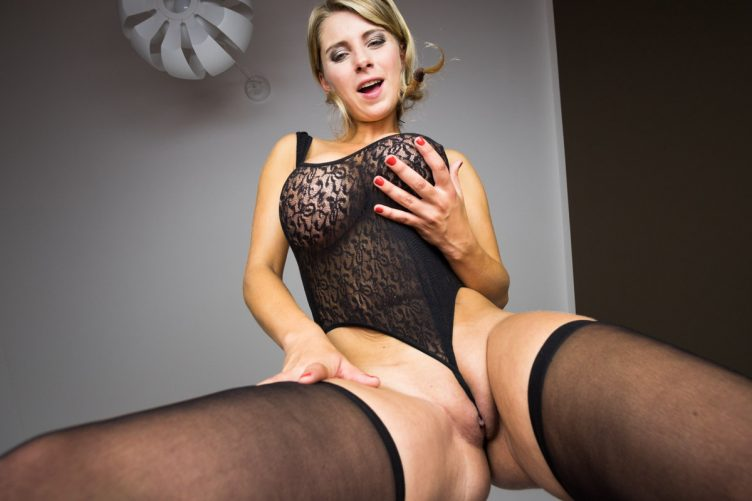 Katarina Face-Sitting & Foot Fetish VR Porn