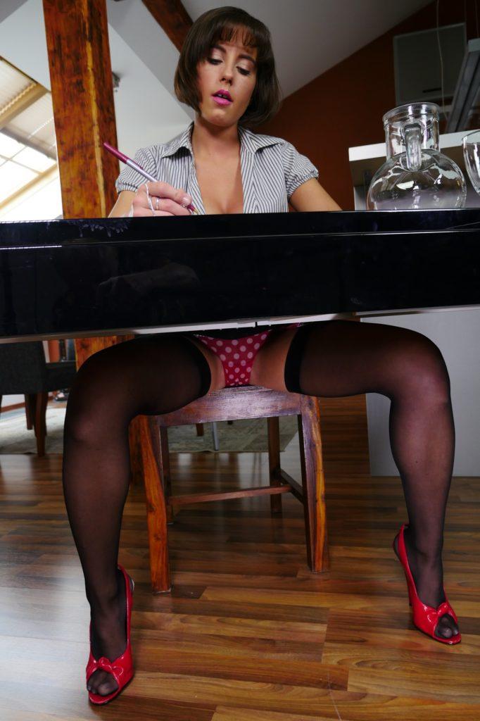 Secretary Slut VR Porn