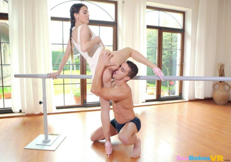 Naughty Dancer VR Porn